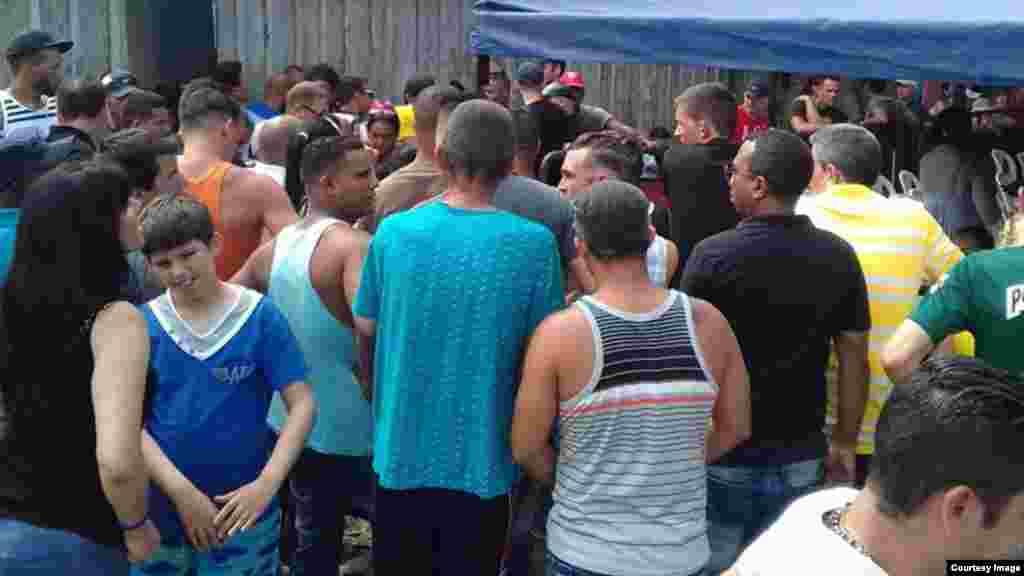 Cubanos son censados en Turbo por la Procuraduría colombiana. (Foto enviada a Facebook de Martí Noticias)