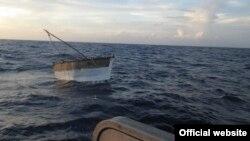 Embarcación donde permanecieron a la deriva casi un mes 17 balseros cubanos. Foto: Archivo.