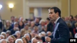 El aspirante republicano a la presidencia estadounidense Marco Rubio pronuncia un discurso durante un acto electoral celebrado en Spartanburg, Carolina del Sur, Estados Unidos, hoy 10 de febrero de 2016.
