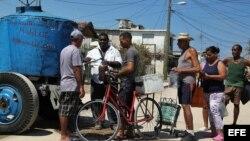 Cubanos reaccionan a resolución sobre entrega de ayuda a damnificados