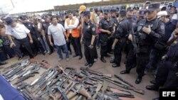 """Pandilleros en El Salvador entregaron armas """"como gesto de buena voluntad"""""""