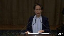 Aung San Suu Kyi, Líder birmana