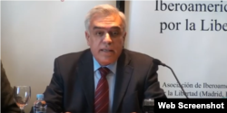 El doctor Antonio Guedes durante una conferencia en Madrid. (Captura video/YouTube)