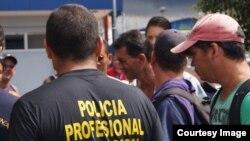 Costa Rica deporta a cubanos varados en su territorio