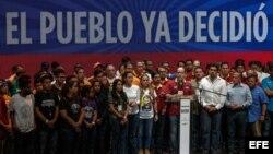 """Oposición venezolana dice Maduro quedó """"revocado"""" con resultado de plebiscito"""