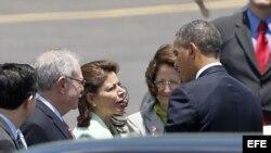 El presidente estadounidense Barack Omaba se despide de su homóloga costarricense Laura Chinchilla (3-i) hoy, sábado 4 de mayo del 2013, luego de su encuentro con los presidentes del Sistema para la Integración Centroamericana