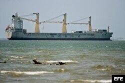 """El buque de bandera china """"Da Dan Xia"""", intervenido por las autoridades colombianas durante una escala en Cartagena, al hallarse en su cargamento """"gran cantidad de armamento y munición con documentación irregular""""."""