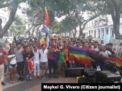 Activistas se congregan en el Parque Central, en La Habana, para la Marcha contra la homofobia el sábado 11 de mayo de 2019.