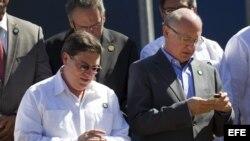 El canciller cubano Bruno Rodríguez y su homólogo argentino Héctor Timerman (i-d).
