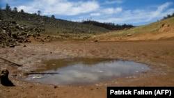 Una zona de Oroville, California, donde están bajando los niveles de agua. (Patrick T. Fallon / AFP).