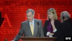El líder de la minoría republicana en el Senado de EEUU, Mitch McConnell, participa en una charla durante el Congreso Nacional Republicano en el Foro de Tampa, Florida, EE.UU.