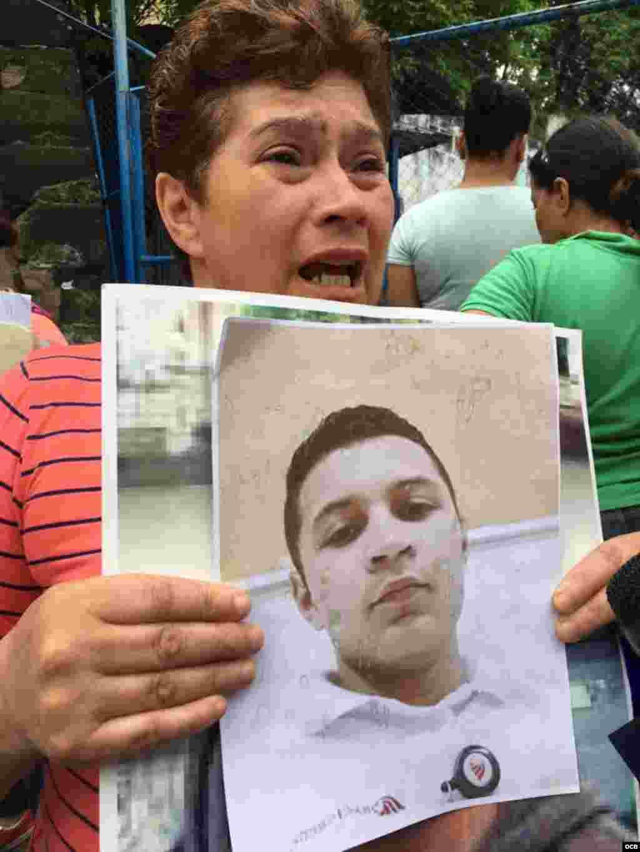 Nicaragüenses reclaman al gobierno de Daniel Ortega por familiares presos tras protestas. (Foto: Rodolfo Hernández)