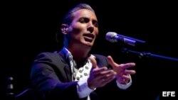 """El cantaor de flamenco Pitingo durante el concierto ofrecido esta noche en el cordobés teatro de La Axerquía, en el que ha presentado su último trabajo """"Malecón Street"""" en el marco del 32 Festival de la Guitarra de Córdoba."""