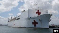 El buque hospital de la marina estadounidense USNS Comfort.