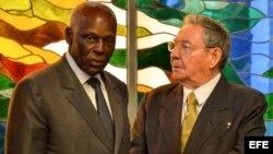 Raúl Castro y el presidente de Angola, José Eduardo Dos Santos, en una fotografía de archivo.