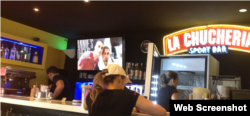 La mayoría de los empleados de la cafetería privada La Chuchería estudian en la universidad.