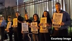 La sede diplomática del régimen cubano en Washington ha sido objeto de varias protestas, como esta en memoria de las víctimas del Remolcador 13 de Marzo (Foto: Archivo).