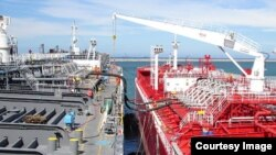 Transferencia barco a barco. (STS)