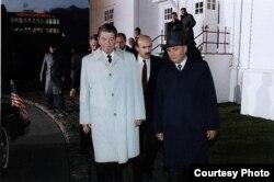 Gorbachev y Reagan en Reikiavik en 1986