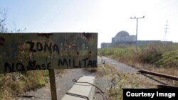 Entrada a los restos de la instalación nuclear de Juraguá.