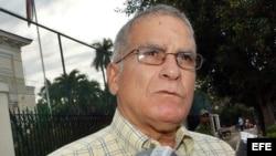 Continúa hospitalizado Oscar Espinosa Chepe