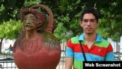 El periodista cubano y activista LGTBI, Maykel González Vivero, pasó días en un calabozo por cubrir el paso de Matthew.