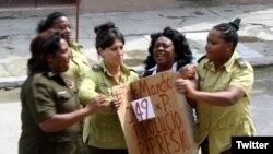 Domingo represivo número 149 contra las Damas de Blanco en La Habana, Cuba. (Foto: Angel Moya)