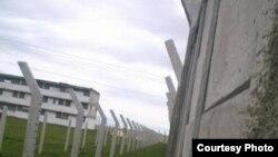 Escuela convertida en prisión. Granma. Foto cortesía de Cubanet.
