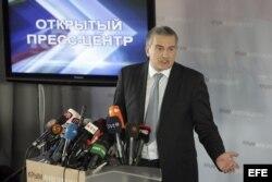 Archivo - El primer ministro crimeo Sergey Aksyonov ofrece una rueda de prensa en Simferópol (Ucrania) el 14 de marzo de 2014.