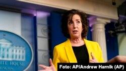 La coordinadora de la Casa Blanca sobre asuntos de la frontera e inmigración, Roberta Jacobson, en una rueda de prensa en Washington, el 10 de marzo de 2021. (AP/Andrew Harnik/Archivo).