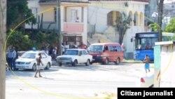 Acoso y vigilancia a sede de las Damas de Balnco en La Habana. Foto: Angel Moya