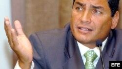Presidente de Ecuador amenaza con retirar a su país de la OEA