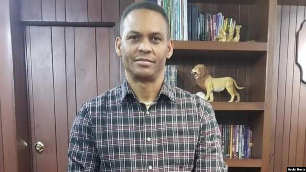 El pastor evangélico Alain Toledano. (Foto perfil de Facebook)