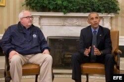 (i-e) El presidente estadounidense, Barack Obama , y el Administrador de la Agencia Federal para la Gestión de Desastres (FEMA), Craig Fugate.