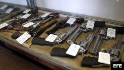 Exposición para venta de armas en EE.UU. Fotografía de archivo.