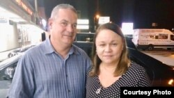 Luis de la Paz y Zoé Valdés en Miami.