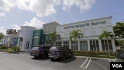 El Banco Stonegate, basado en Pompano Beach, Florida, es el único que ha emitido una tarjeta de crédito estadounidense utilizable en Cuba.