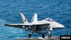 Avion F/A 18F que participa en los ataques contra las posiciones del EI