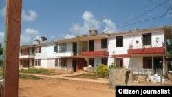 Reporta Cuba. Edificios en Güira de Melena. Foto: Martha Domínguez Calero.