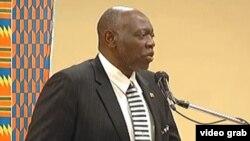 El ministro de Salud de Jamaica, Fenton Ferguson.
