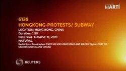La policía se enfrenta con manifestantes en Hong Kong el 31 de agosto de 2019.