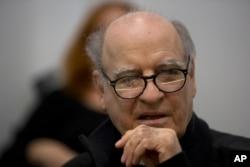 """""""Quino"""", en mayo de 2014, durante una conferencia de prensa en Buenos Aires."""