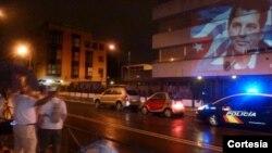 Proyectan imagen del fallecido disidente Oswaldo Payá en la fachada de la embajada de Cuba en España