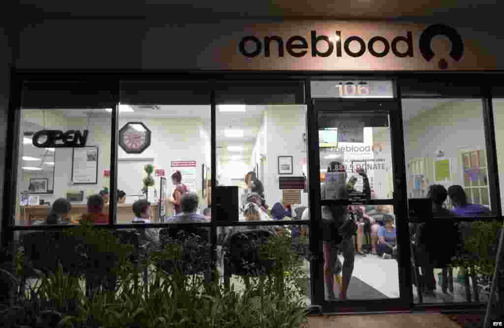 Uno de los centros de donación en Orlando, que se mantuvo abierto todo el día y la noche.