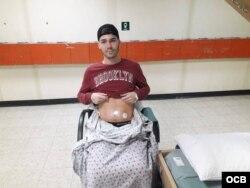 """Erick Reyes """"Cuco"""" tras ser operado en el Comfort de una hernia hernia umbilical."""