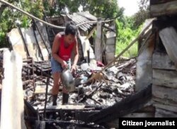 Reporta Cuba. Familia en Santa Clara perdió casa en incendio. Foto: Yoel Espinosa.