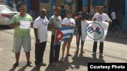 Activistas apoyan a Rolando Casares Soto, condenado a cinco años en internamiento correccional con trabajo forzado.