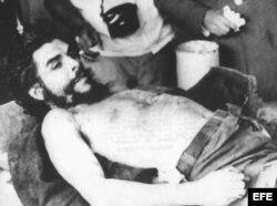 Archivo Imagen de Che Guevara capturado y muerto por el ejército boliviano.