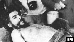 Archivo Imagen de Che Guevara capturado y muerto por el ejército boliviano
