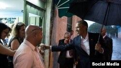 Presidente Obama pasea y saluda a vecinos de la Habana Vieja.